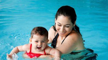 Zwemmen met baby
