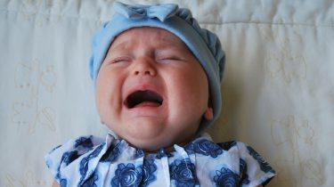 baby in slaap huilen