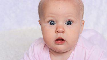 baby geschrokken ogen