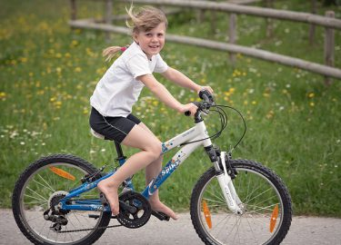 fiets meisje fietsen