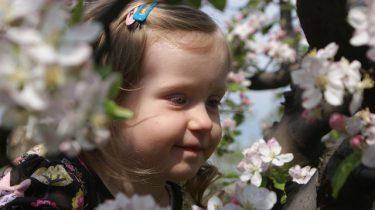 lente meisje bloemen
