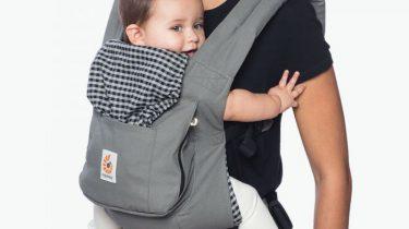 babydraagzak baby moeder