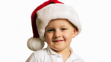 jongetje met kerstmuts
