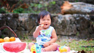 kindje picknick met fruit