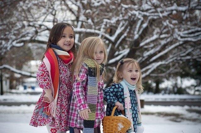drie zusjes in de sneeuw