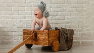 baby in bolderwagen