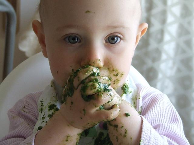 baby eet spinazie