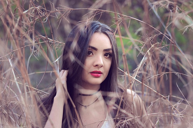 vrouw in gras